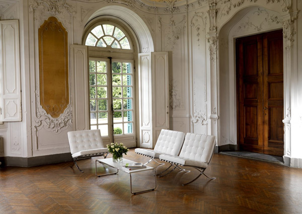 Barcelona chair icon of the modern style for Barcelona chair living room ideas