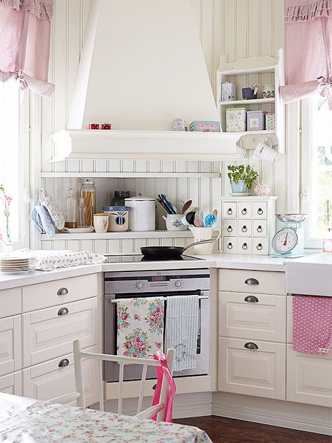 Schabby Chic Pink Kitchen
