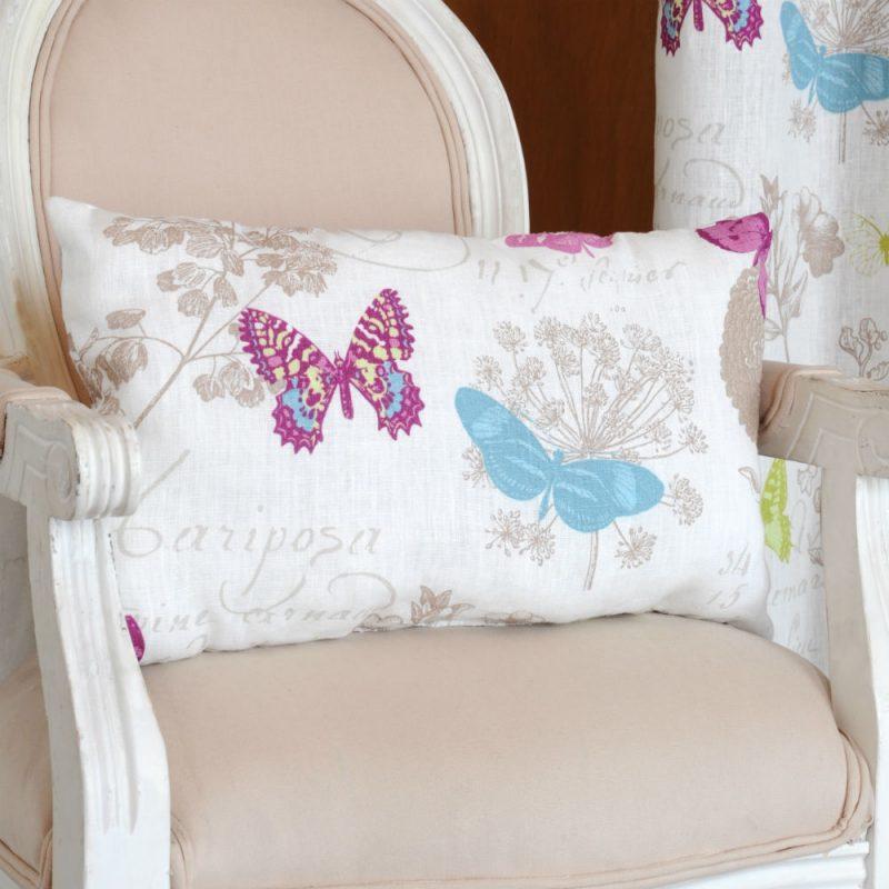 Perna decorativa cu fluturi multicolori alba - Ambient
