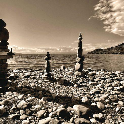 Fototapet Feng Shui - Totemuri din pietre - Produs