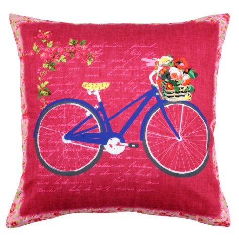Perna bicicleta albastra fundal rosu