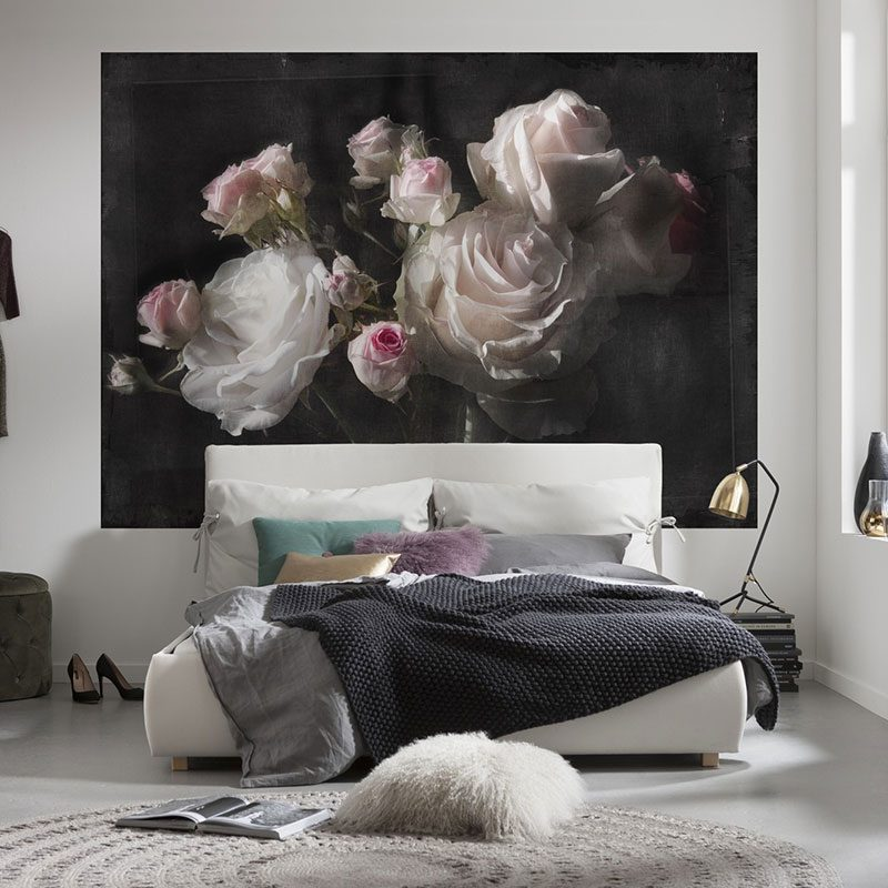 Fototapet trandafiri pe panza neagra