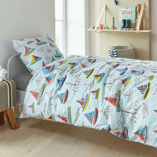 Lenjerie pat copii bleu cu barcute colorate Catalog