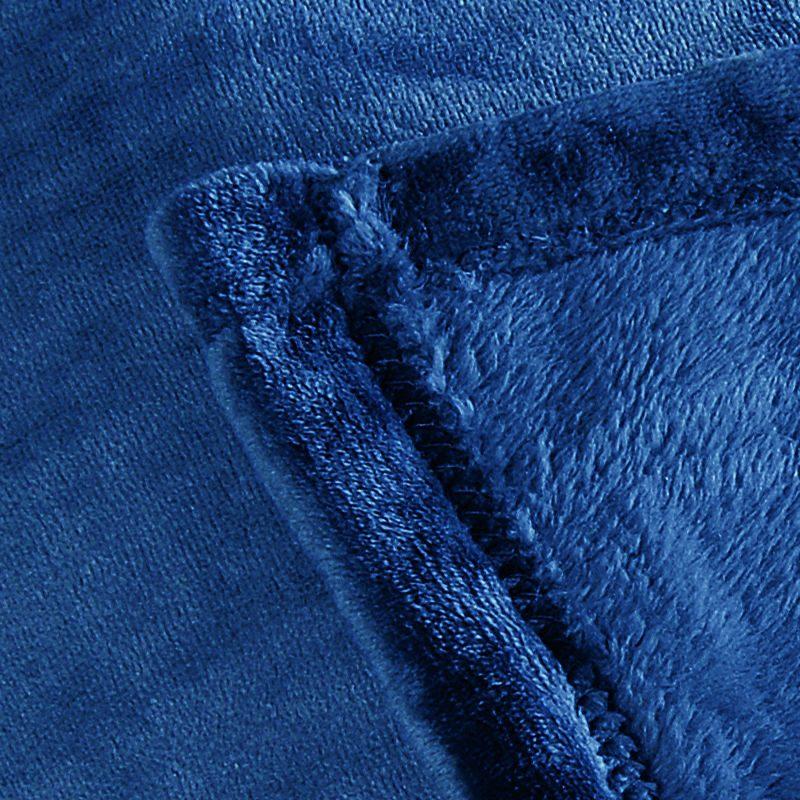 Patura albastra catifelata Cocoon Detaliu