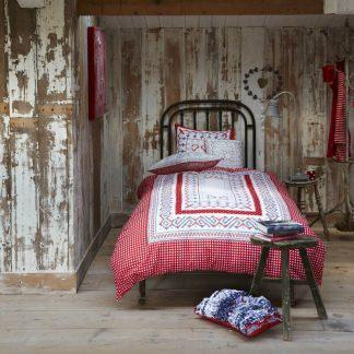 Lenjerie de pat rustica cu model traditional - Ambient