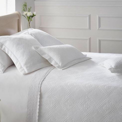 Cuvertura de pat alba Cazorla