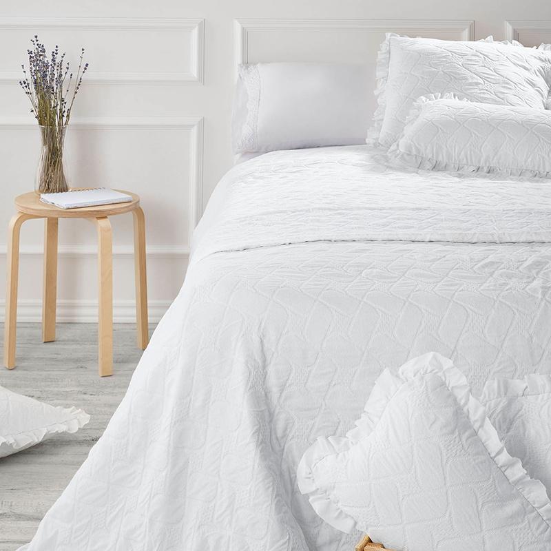 Cuvertura pat alba cu volane Nijar